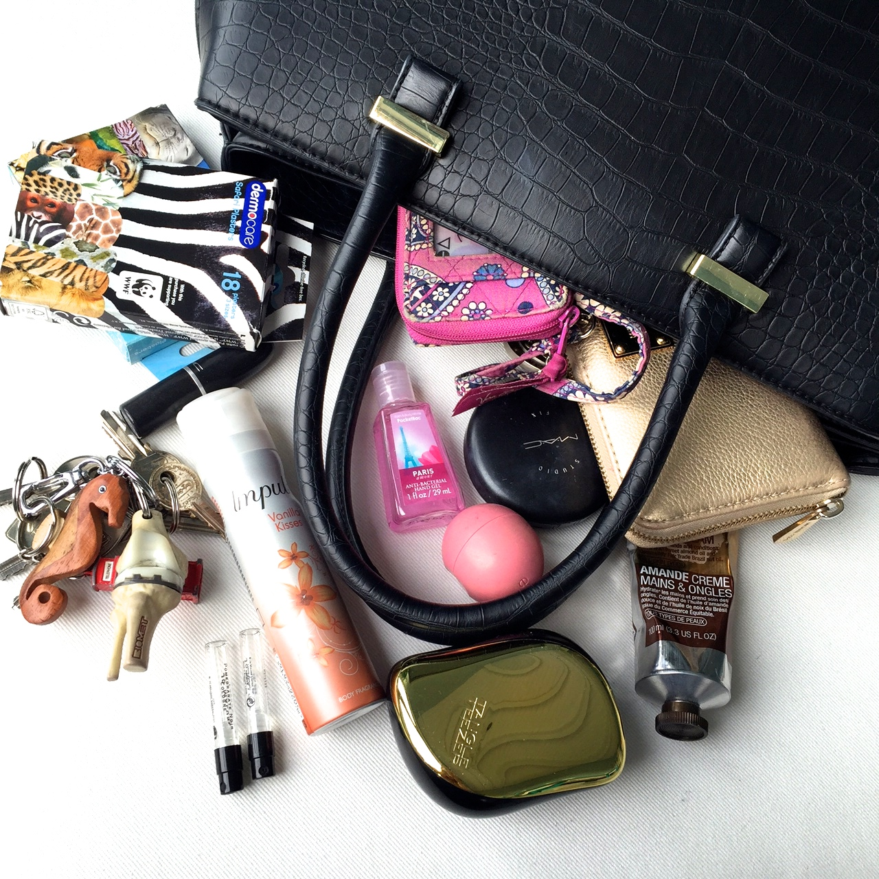 13-1-things-you-should-have-in-your-bag